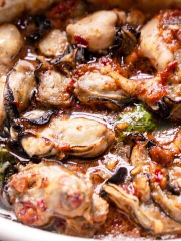 Low Carb Oyster Recipe - Keto Broiled Oysters with Spicy Sauce